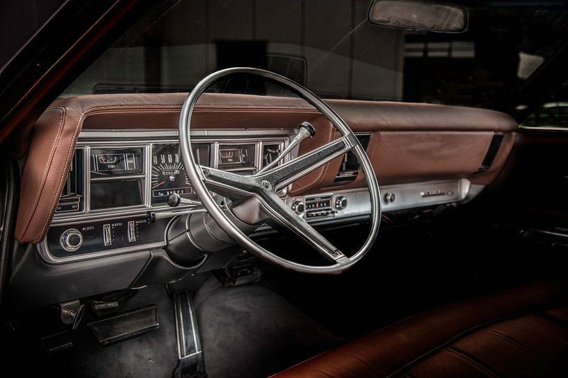 Dashboard van een oldtimer uit 1969 Buick Riviera  van R Alleman