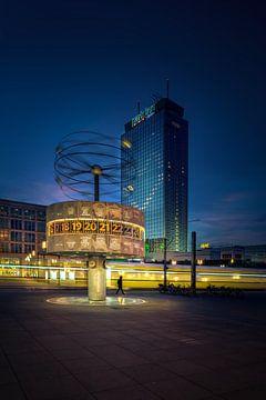 Berlin Weltzeituhr von Iman Azizi