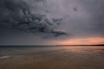 Cloud Invasion! von Karin de Bruin