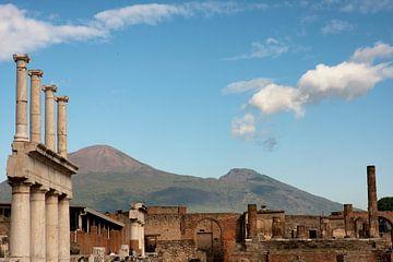 Pompeï met zicht op vulkaan Vesuvius van Jan Sportel Photography