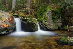 Prachtige waterval in het Bayerischer Wald, Duitsland.