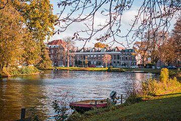 Grachtenbeeld te Leiden sur Iris Zoutendijk