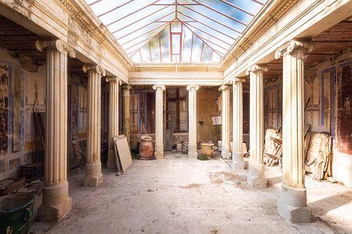 Ruimte in een Klooster. van Roman Robroek