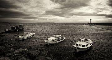 Vissers bootjes op de Bosporus van Caught By Light