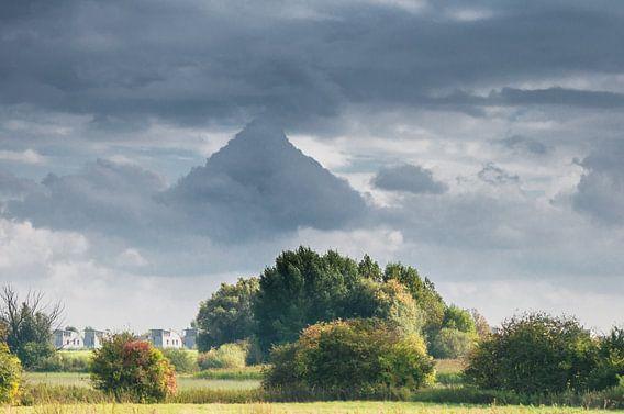 Piramide boven Empel