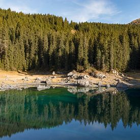 Reflections at Karersee lake von Thijs van den Broek