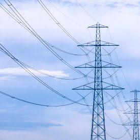 Elektriciteitspalen in Pastel van R Smallenbroek