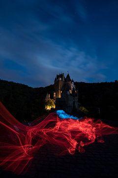 Sprookjesachtig kasteel Eltz met melkweg van