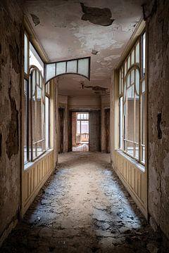 Beau couloir abandonné. sur Roman Robroek