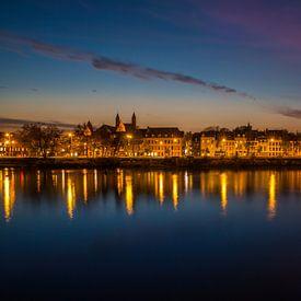 Maastricht de stad in het avondlicht van Yvette Baur