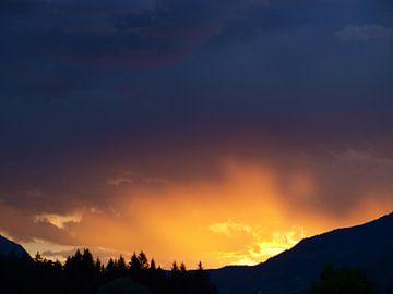 Zonsondergang, Dellach im Drautal, Oostenrijk van Rinke Velds
