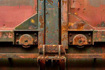 Deuren treinwagon met wielen en roest van Jenco van Zalk