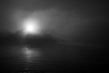 Nebel entlang der Maas von Indra Moonen