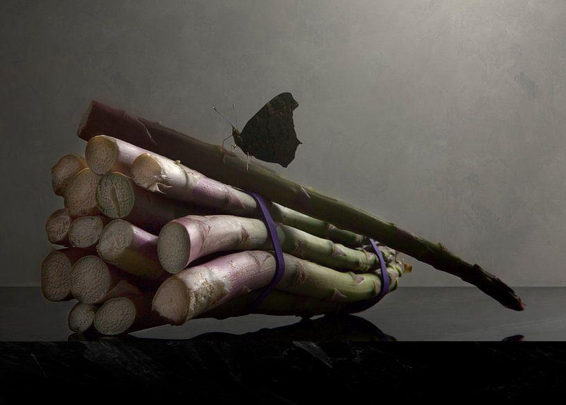 Nature morte Asperges avec papillon sur Sander Van Laar