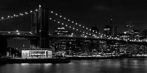 MANHATTAN Brooklyn Bridge at Night b/w