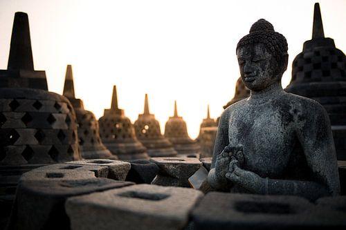 Borobudur bij zonsopkomst (Midden-Java, Indonesië)