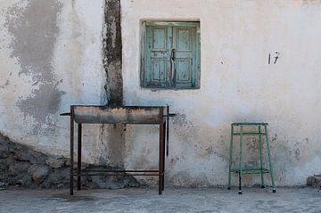 Stilleven voor een Grieks huisje van Kitty Stevens
