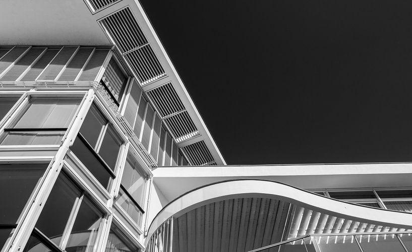 Maastricht, lijnen in een gebouw van Leo Langen