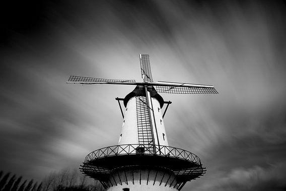 """long exposure foto van de molen """"de goede hoop"""" in Menen met een dramatische wolkenlucht i"""