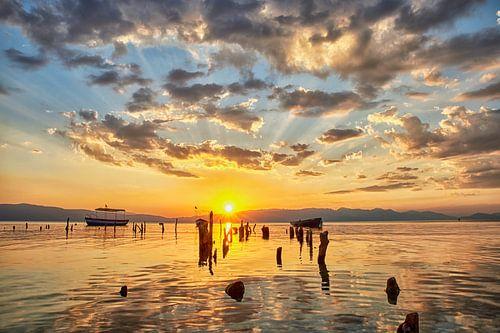 Zonsondergang aan het meer van Ohrid Macedonië van