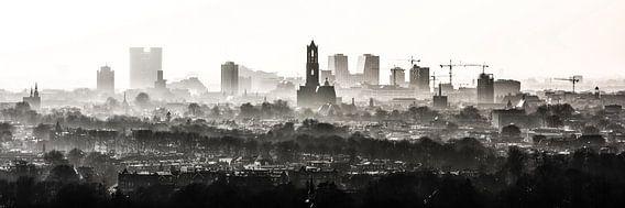 De Domtoren waakt over Utrecht. van Renzo Gerritsen