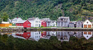 Historische dorfansicht Lærdalsøyri in Norwegen von Evert Jan Luchies