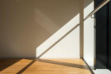 Abstrakte Linien von Schatten, Geländer und Boden von Idema Media