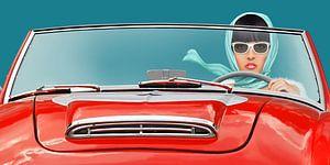 Vrouw in een vintage cabriolet