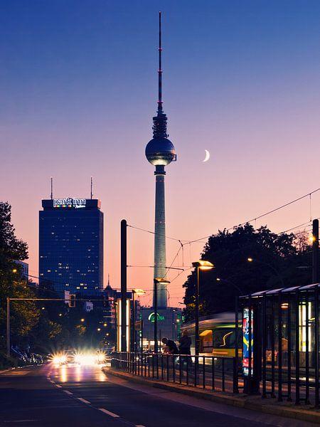 Berlin – TV Tower / Sunset van Alexander Voss