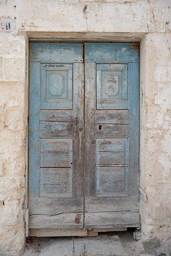 Oude blauw-bruine deur | Matera, Italië | Pastel | Reisfotografie fine art