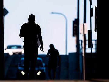 Silhouette mit Zigarette in Los Angeles von Rutger van Loo