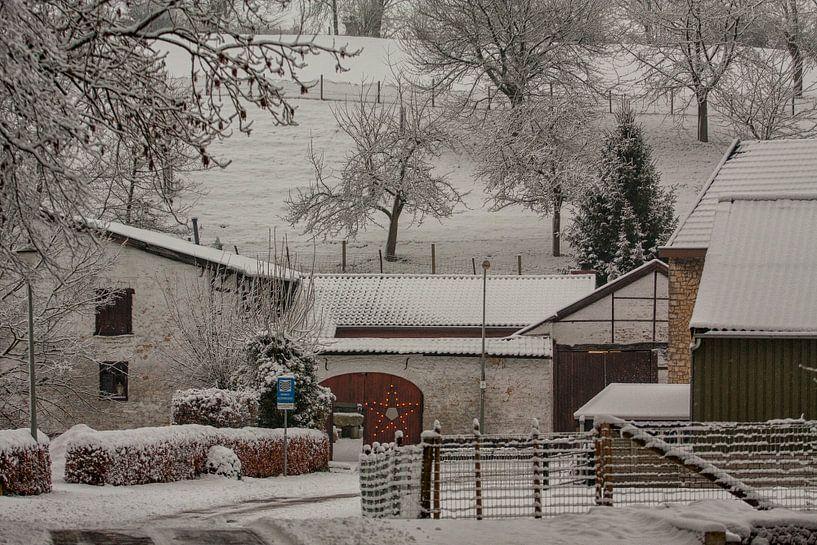 Oude Molen Simpelveld in de sneeuw van John Kreukniet