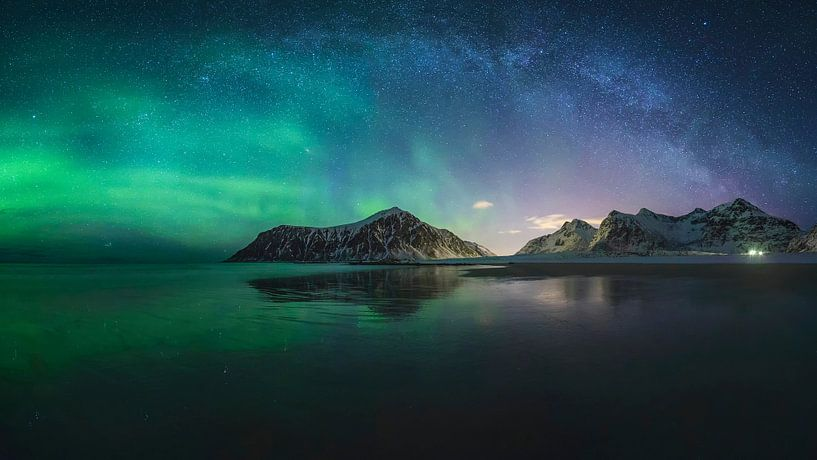 Nordlichter und Milchstraße von Sven Broeckx