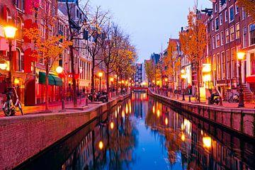 Le quartier rouge d'Amsterdam au coucher du soleil sur Nisangha Masselink