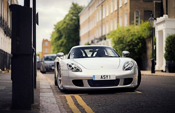 Zilvere supercar Porsche Carrera GT van Ansho Bijlmakers