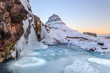 Bevroren sneeuwlandschap in Ijsland van William Linders