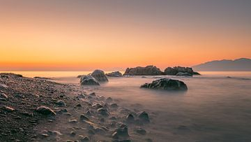 Zonsopkomst op het strand van Kos Griekenland van Harold van den Hurk
