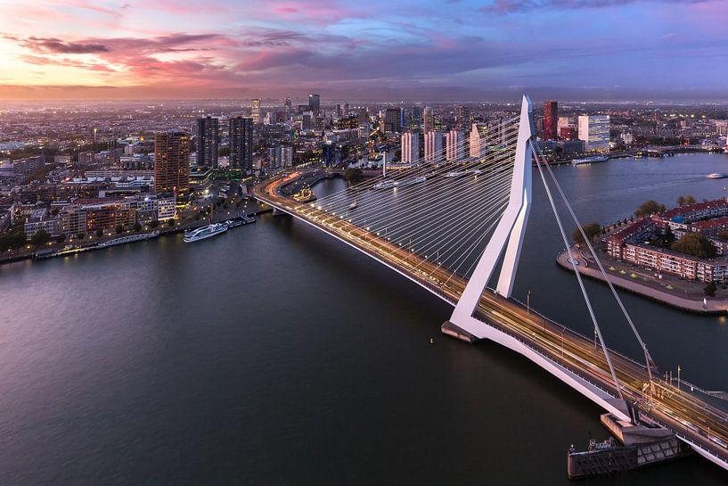 Erasmusbrug tijdens de zonsondergang van Prachtig Rotterdam