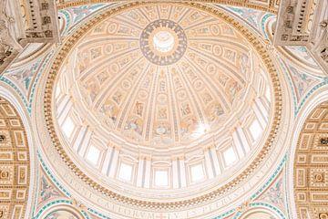 Sint-Pietersbasiliek in Vaticaanstad, Rome, Italië van Laura de Roeck