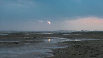 Strand van de Noordsvaarder met zicht op Vlieland von Floris van Woudenberg