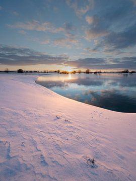 Winter langs de IJssel van Douwe Deinema