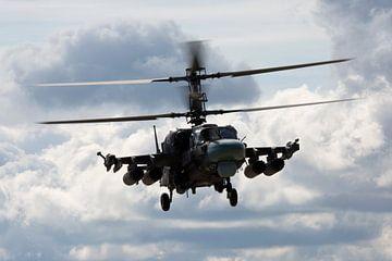 Een Kamov Ka-52 gevechtshelikopter van de Russische luchtmacht van Arjan Dijksterhuis