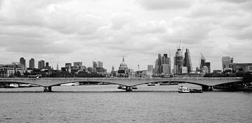 Panorama de la ligne d'horizon de Londres, vue de la Tamise sur Roger VDB