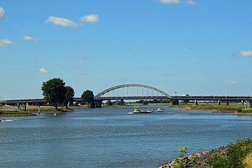 Oude Lekbrug over rivier de Lek bij Vianen en Nieuwegein. van Robin Verhoef