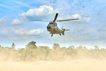 Cougar transporthelikopter landt op zandverstuiving
