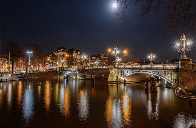 De Blauwbrug bij nacht van Gea Gaetani d'Aragona
