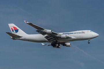 Boeing 747 Cargo der Malaysia Airlines kurz vor der Landung auf der Polderbaan. von Jaap van den Berg
