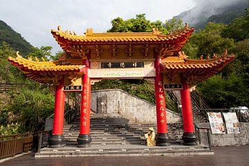 Poort bij Taroko kloof van Kees van Dun