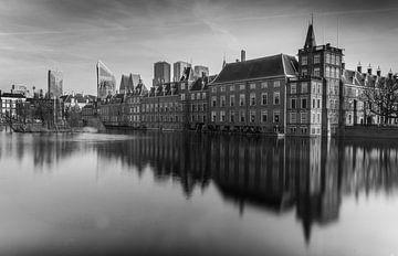 Het Binnenhof voor de Haagse skyline van Arthur Scheltes