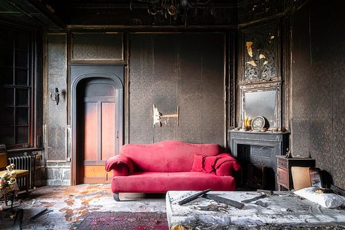 Chambre brûlée dans un château abandonné.